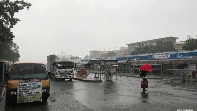 """颱風""""莫拉菲""""Quinta肆虐菲律賓 數萬人被迫逃離避難"""