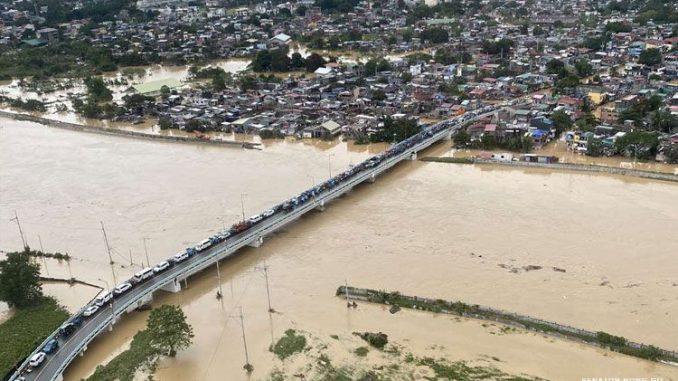 """颱風""""環高Ulysses""""襲擊菲律賓 已有至少13人死亡,15人失蹤"""